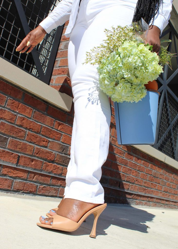 Affordable White Jeans and White shirts To Buy Now